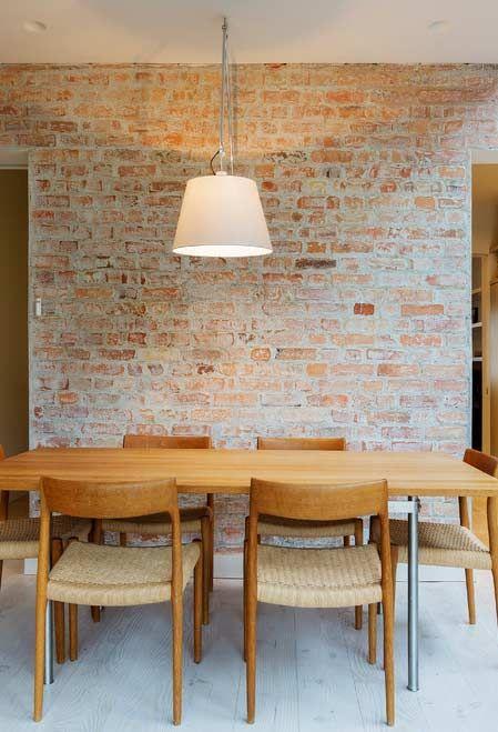 Sala de jantar com papel de parede rustico
