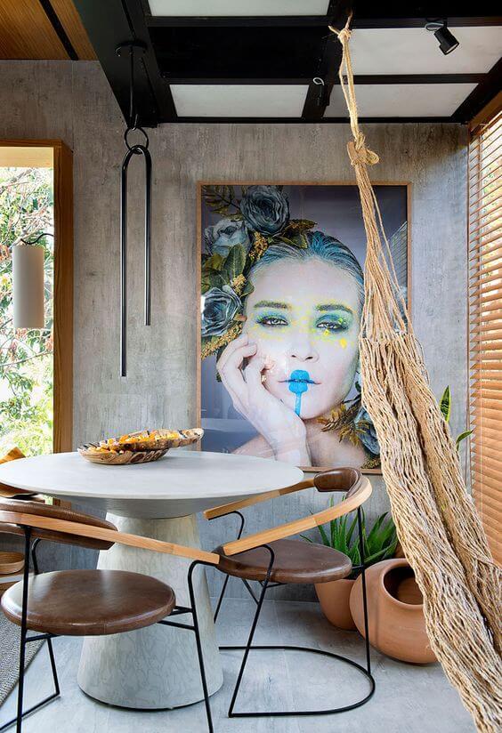 Sala de jantar moderna com cadeira de ferro