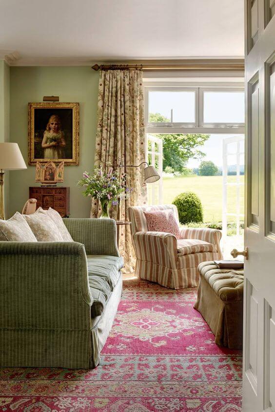 Sala vintage com capa de sofá verde