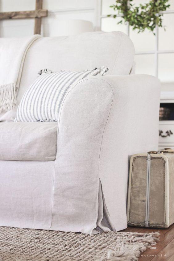 Sofá com capa branca