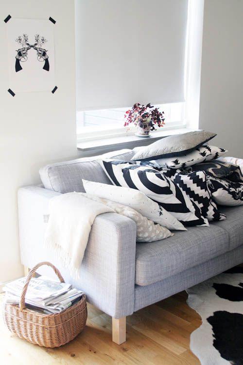 Sofá com tecido para almofada estampada