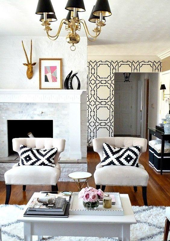 Tecido para almofada preto e branco na sala