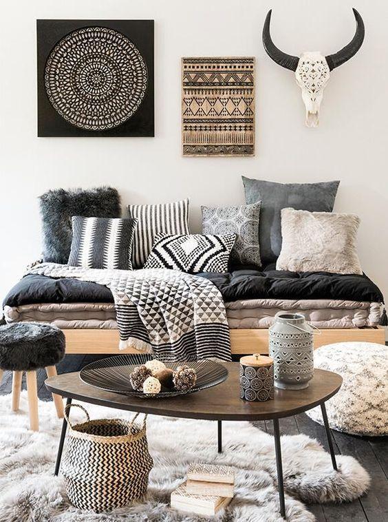 Tecido para almofada preto e branco na sala moderna