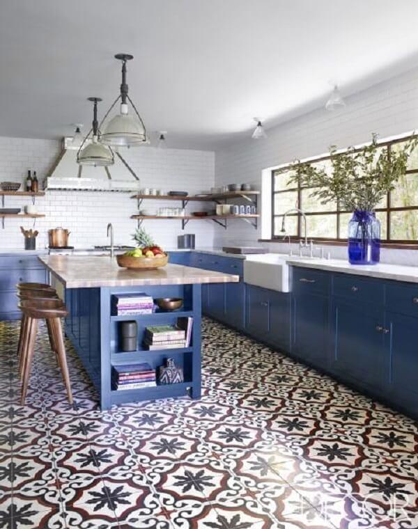 Toda a atenção para esse piso com azulejo antigo