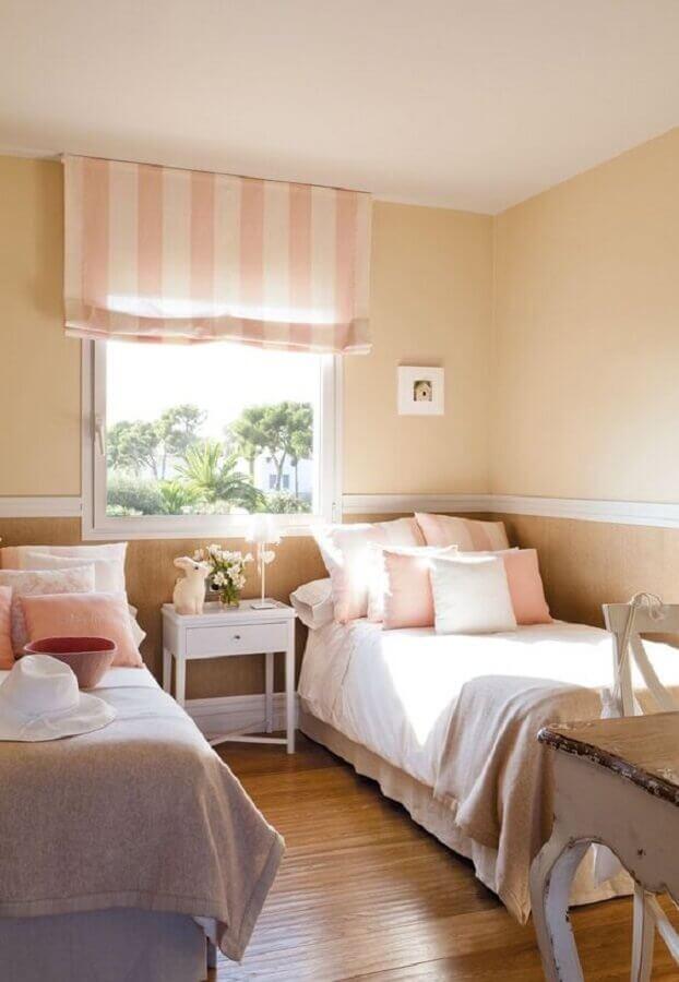 Almofadas para decorar quarto feminino com duas camas
