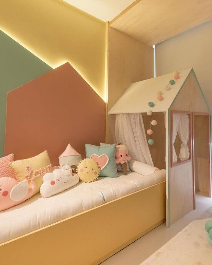 Almofadas para quarto infantil decorado em tons pastéis