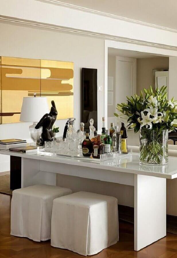 Aparador branco para sala com barzinho
