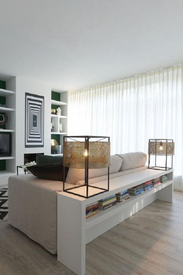 Aparador branco para sala de estar grande e moderna