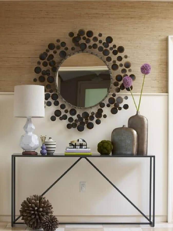 Aparador com espelho redondo diferente para decoração de corredor