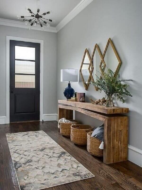 Aparador de madeira com espelho para decoração de hall grande