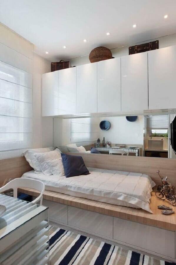 armário aéreo branco para decoração de quarto planejado de solteiro Foto Apartment Therapy