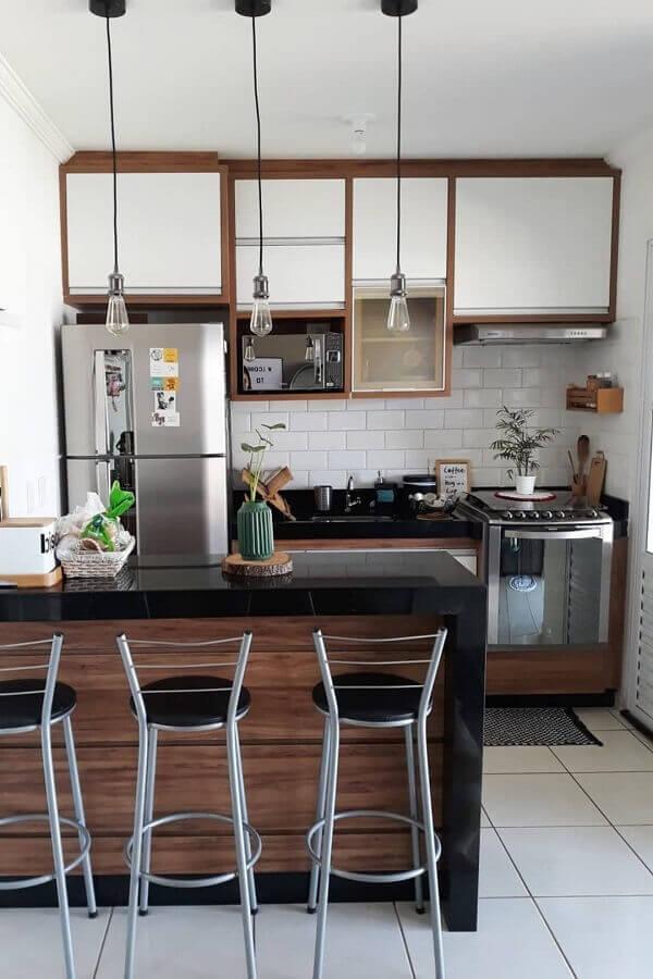 armário aéreo com nicho para microondas para decoração de cozinha americana pequena e simples Foto Mundo das Tribos