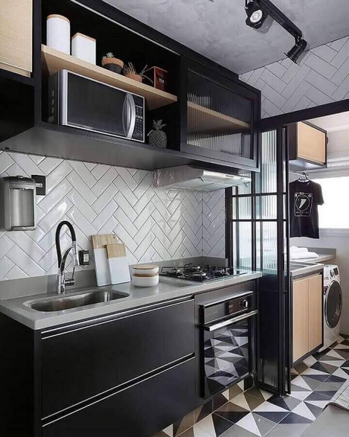 armário aéreo com porta de correr para decoração de cozinha preta pequena Foto Pinterest