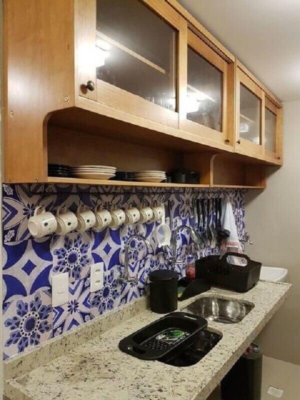 armário aéreo madeira para decoração de cozinha com revestimento azul Foto Meu Móvel de Madeira