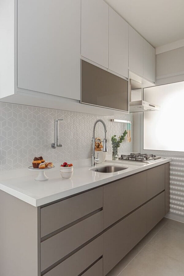 armário aéreo para decoração de cozinha branca e cinza  Foto Arquiteto em Casa