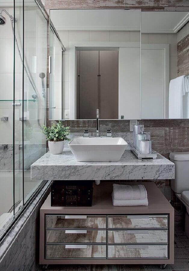 Armário espelheira para banheiro com decoração sofisticada