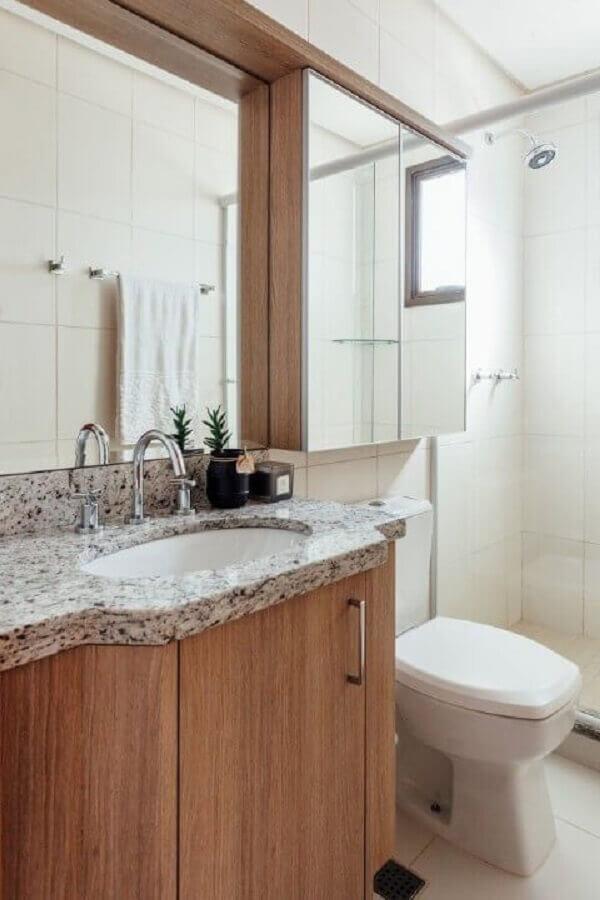 Armário espelheira para banheiro planejado com gabinete de madeira
