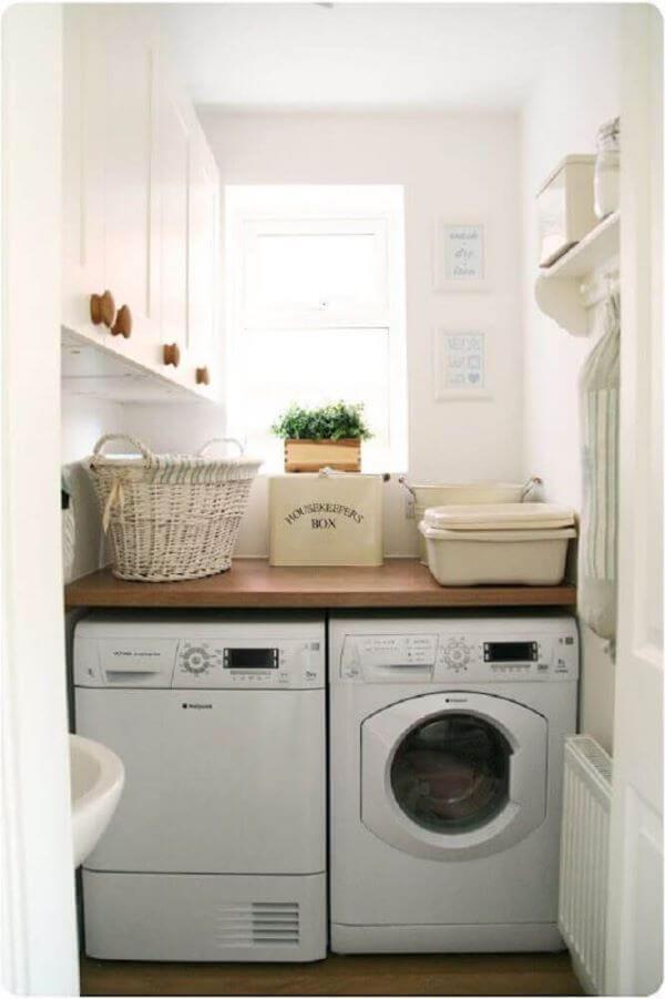 Armário pequeno para lavanderia simples