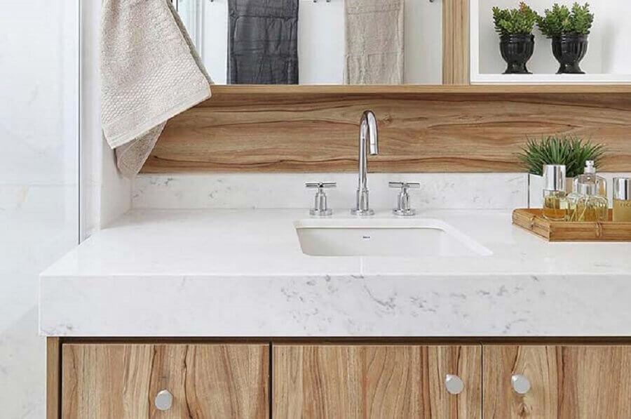 bancada de mármore branco para decoração de banheiro com gabinete de madeira