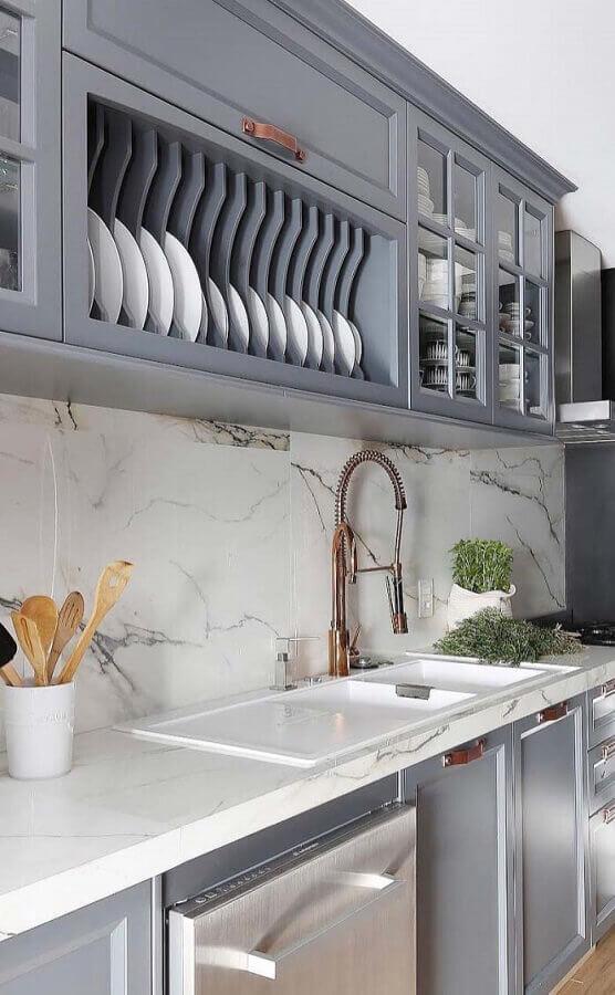 Bancada de mármore para cozinha cinza decorada com estilo clássico
