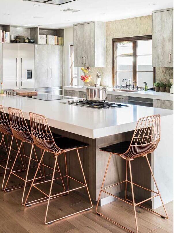 Banquetas modernas para bancada de cozinha moderna com ilha