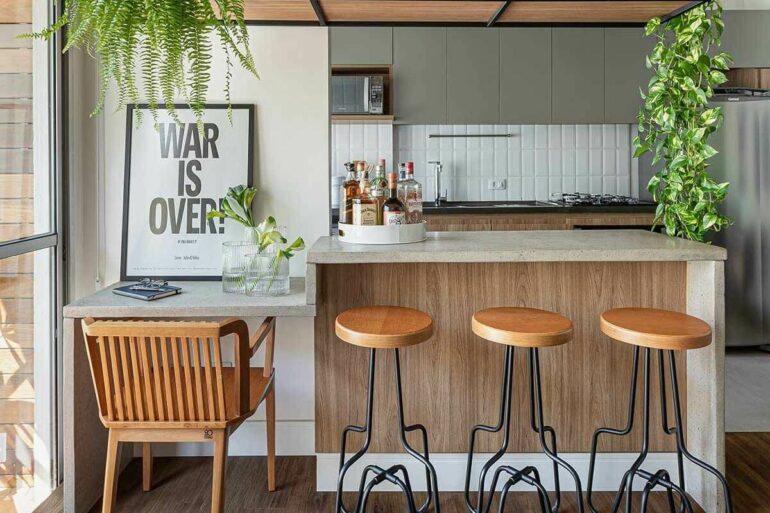 Decoração com banquetas para bancada de cozinha americana