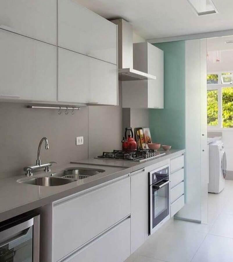 cinza claro para decoração de cozinha de apartamento com armário aéreo Foto Casa de Valentina