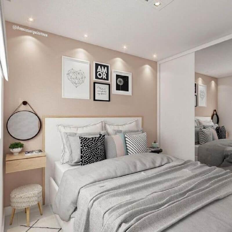Cores neutras para quarto decorado com cabeceira branca