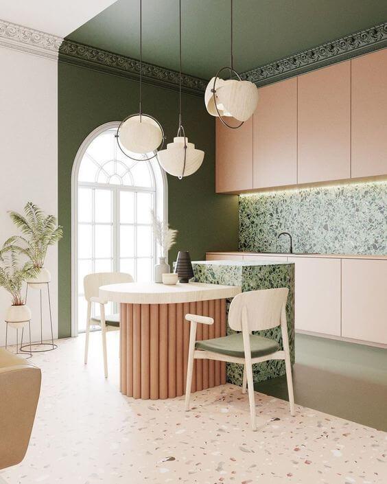 Cozinha integrada com lustre branco