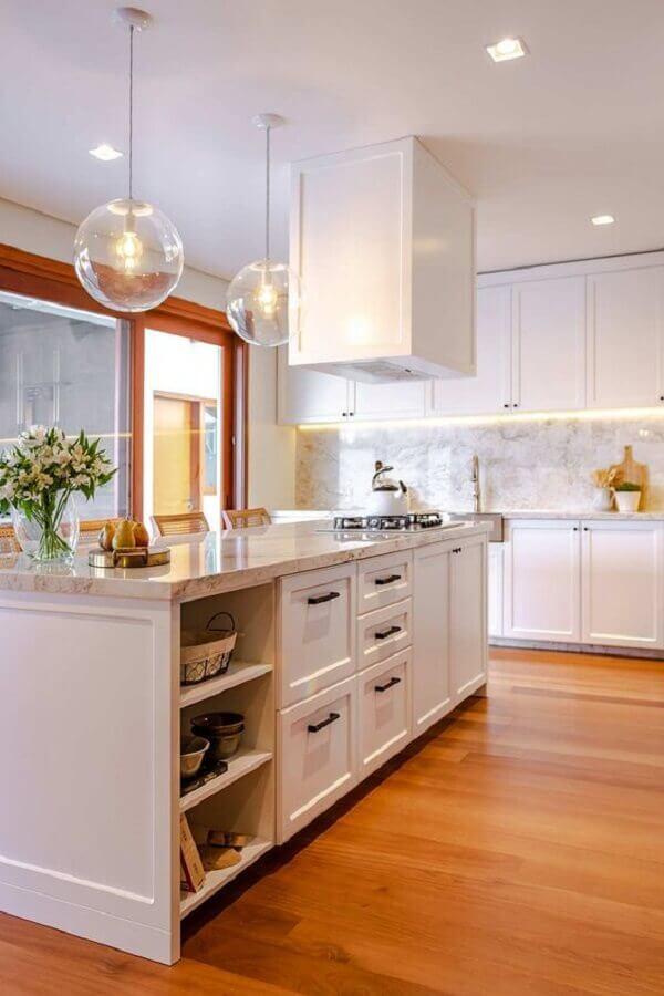 decoração clássica para cozinha branca com ilha gourmet Foto Casa de Valentina