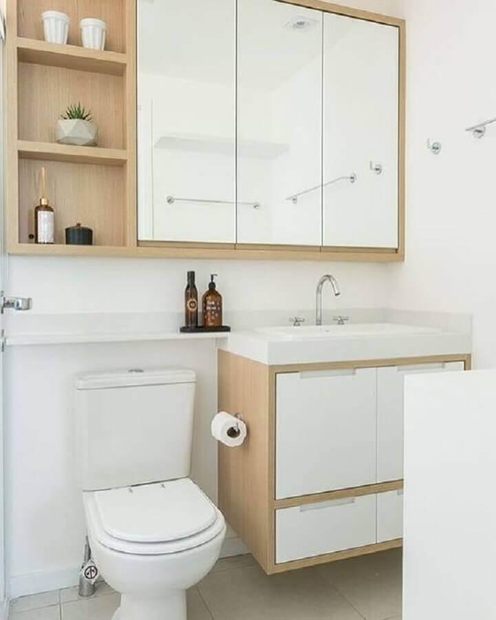Decoração clean com armário de banheiro pequeno simples branco com detalhes em madeira