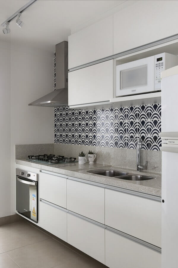 decoração clean para cozinha branca com armário aéreo Foto Archilovers