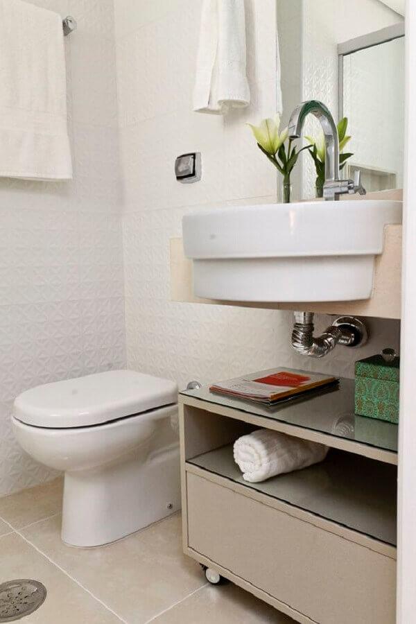 Decoração com armário de banheiro pequeno simples com rodinhas
