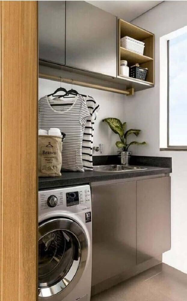 Decoração com armário para lavanderia pequena e simples