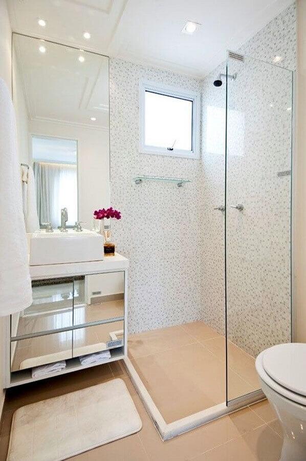 Decoração com armario de banheiro pequeno com portas espelhadas