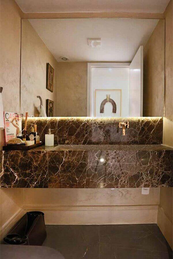 Decoração com bancada de mármore marrom para banheiro