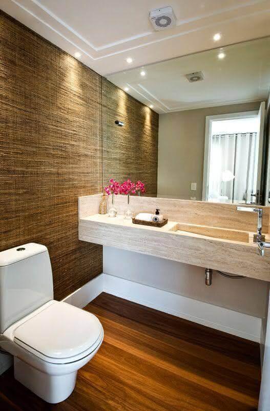 Decoração com bancada de mármore para banheiro pequeno