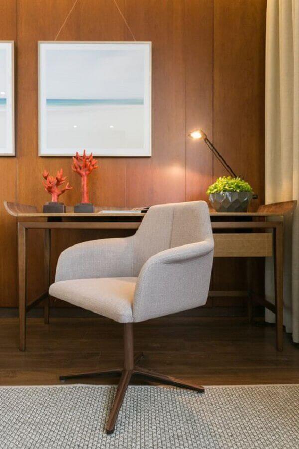 decoração com cadeira acolchoada para escrivaninha de madeira  Foto Art Ville Móveis