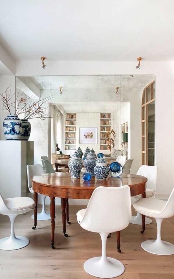 décoration avec chaise blanche pour table à manger ronde en bois Foto Pinterest