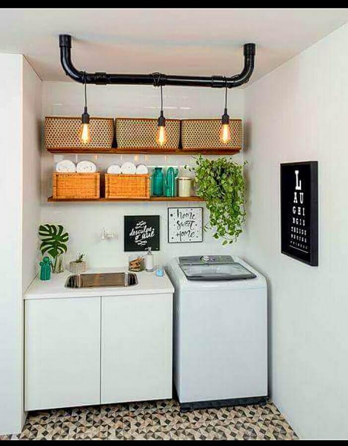 Decoração com caixas organizadoras para prateleiras para lavanderia pequena