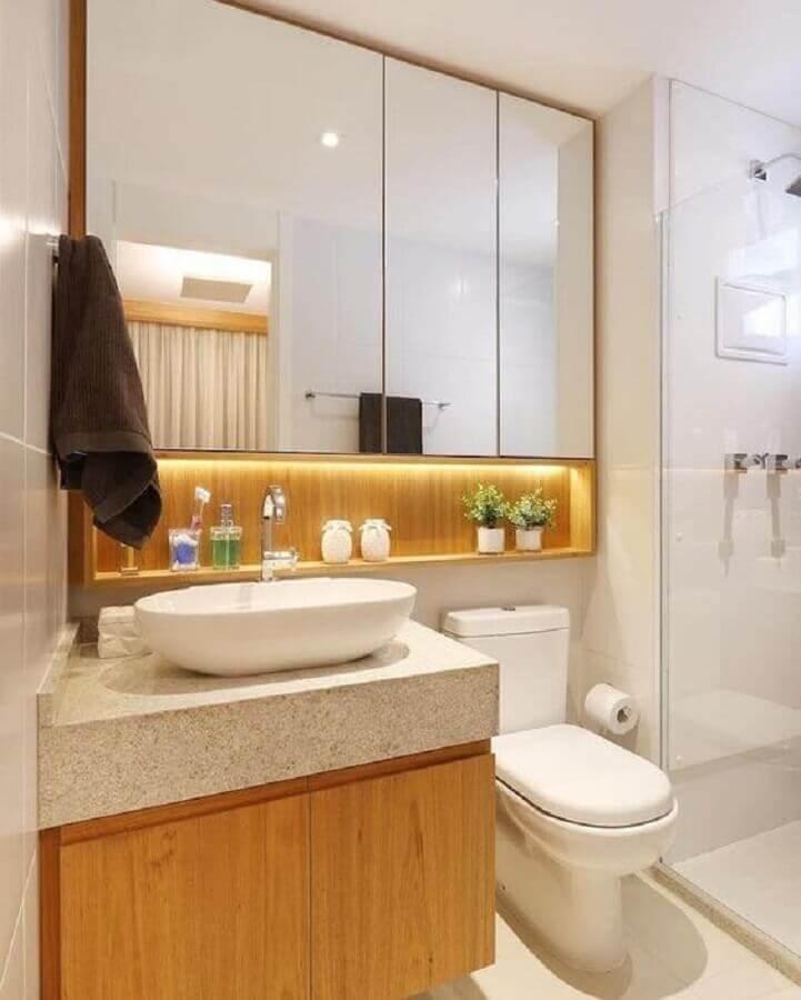 Decoração com espelheira para banheiro com LED