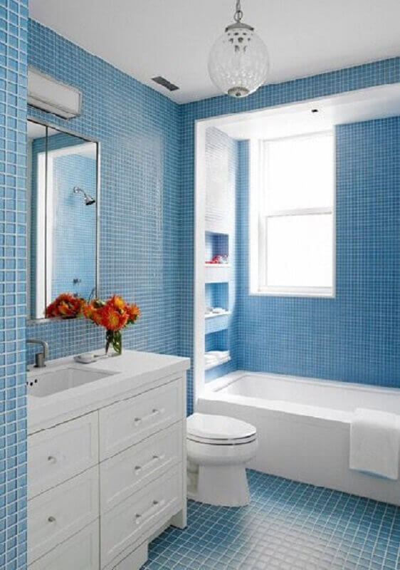 decoração com revestimento para banheiro azul claro e branco Foto Pinterest