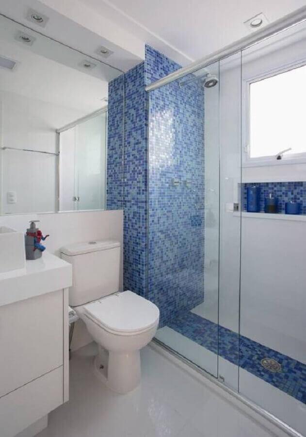 decoração de banheiro com pastilha azul na área do box Foto Simples Decoração