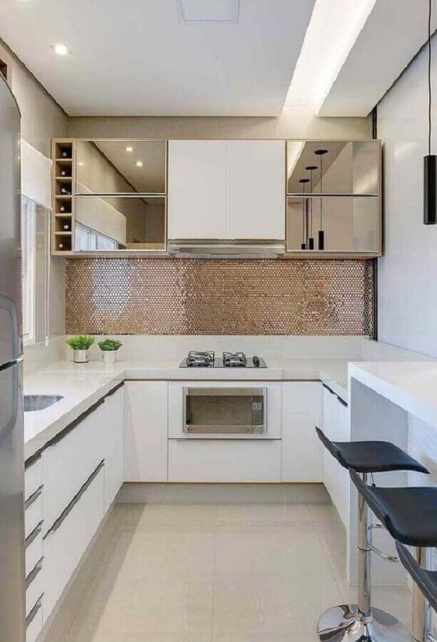 decoração de cozinha branca com armário aéreo espelhado Foto Jeito de Casa
