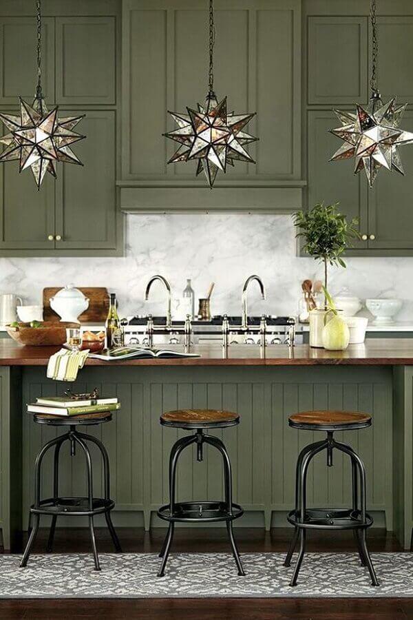 decoração de cozinha clássica com armários verde oliva Foto Home Fashion Trend