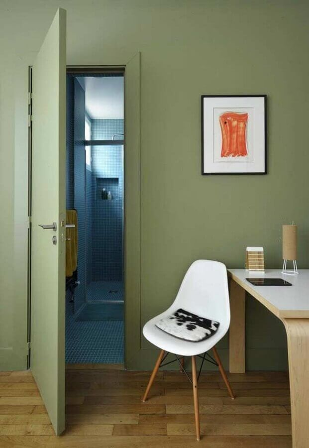 decoração de home office com parede verde oliva  Foto Modern House Design