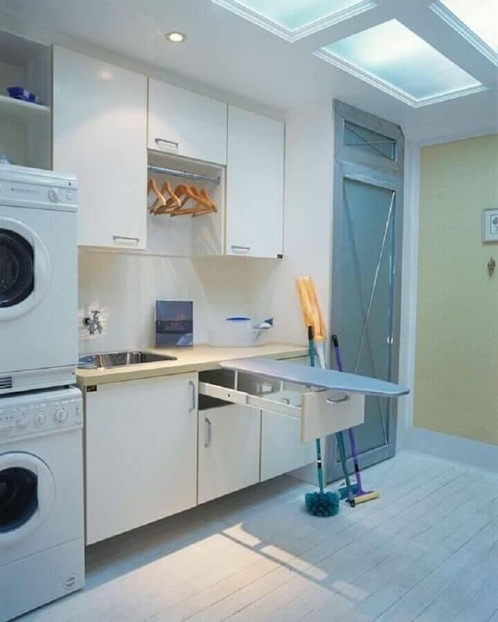 decoração de lavanderia planejada com armário aéreo Foto Ana Luisa Previde
