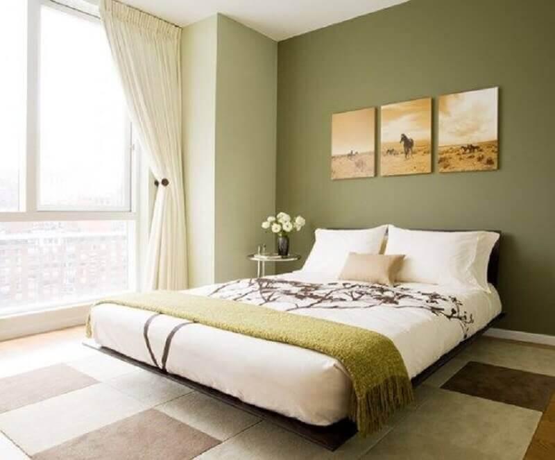 decoração de quarto de casal com tinta verde oliva para parede Foto Pinterest