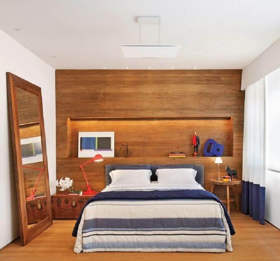 Decoração de quarto de casal simples amadeirado