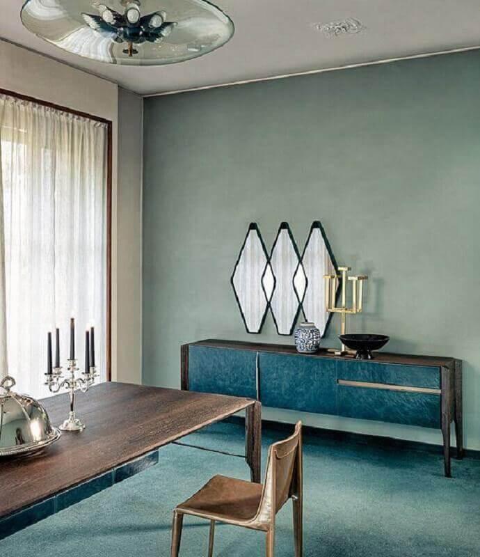 Decoração de sala com aparador e espelho